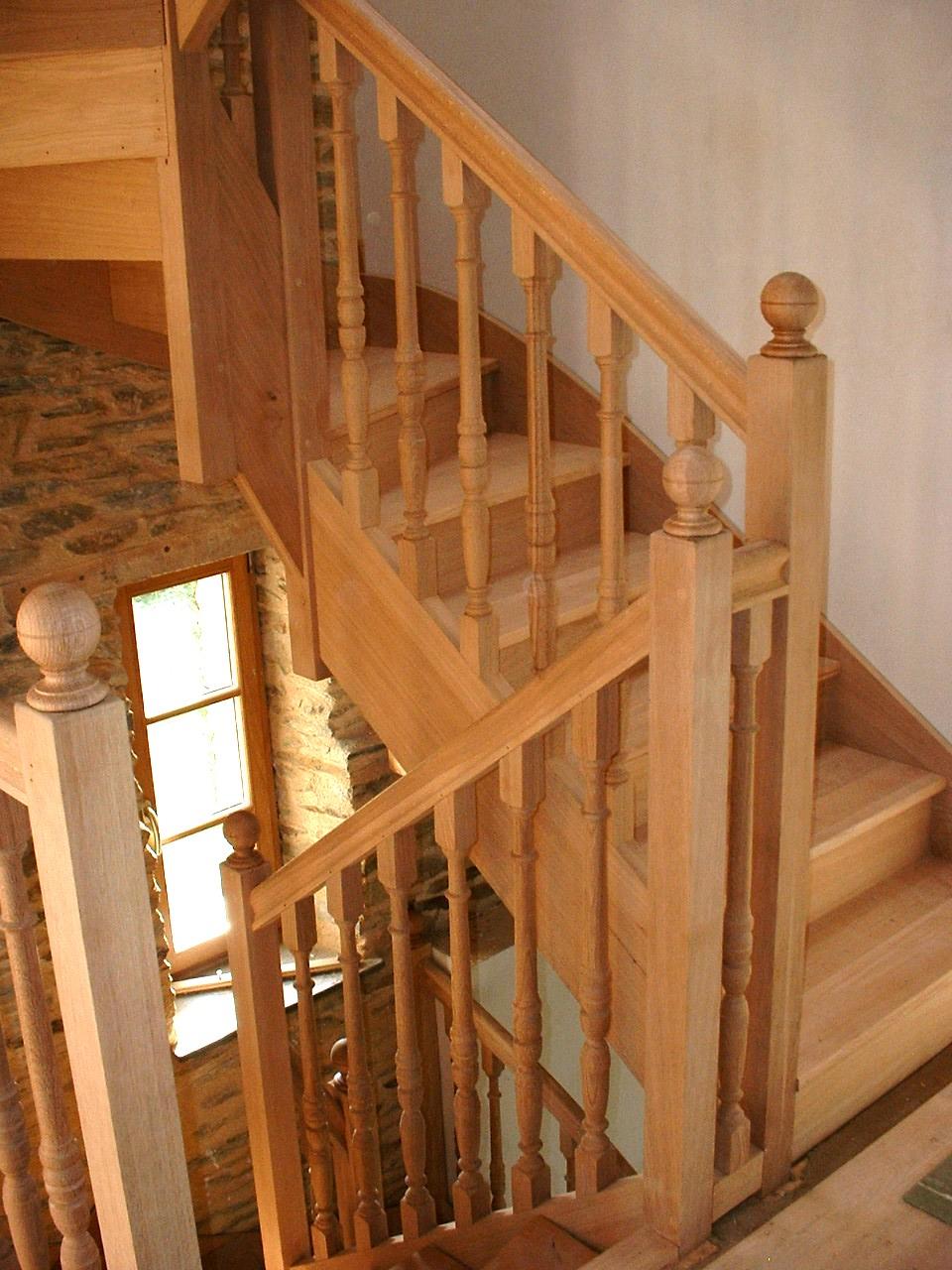 Mod le d escalier tourn tournage sur bois for Construire un escalier en pierre