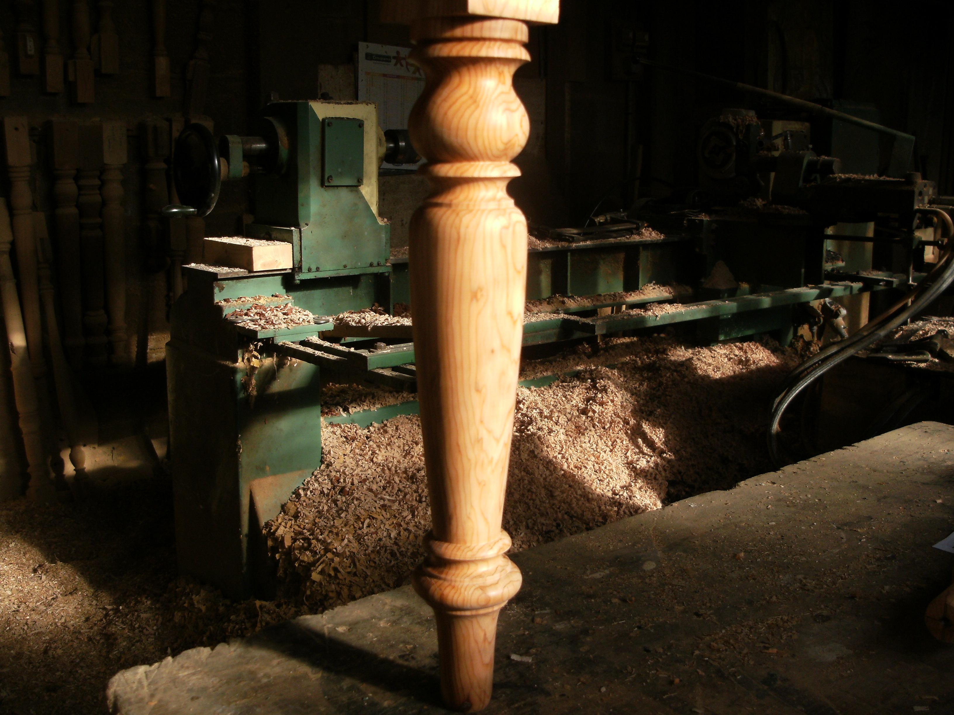 Ex cution d un pied de table vid o tournage sur bois for Pieds de table en bois