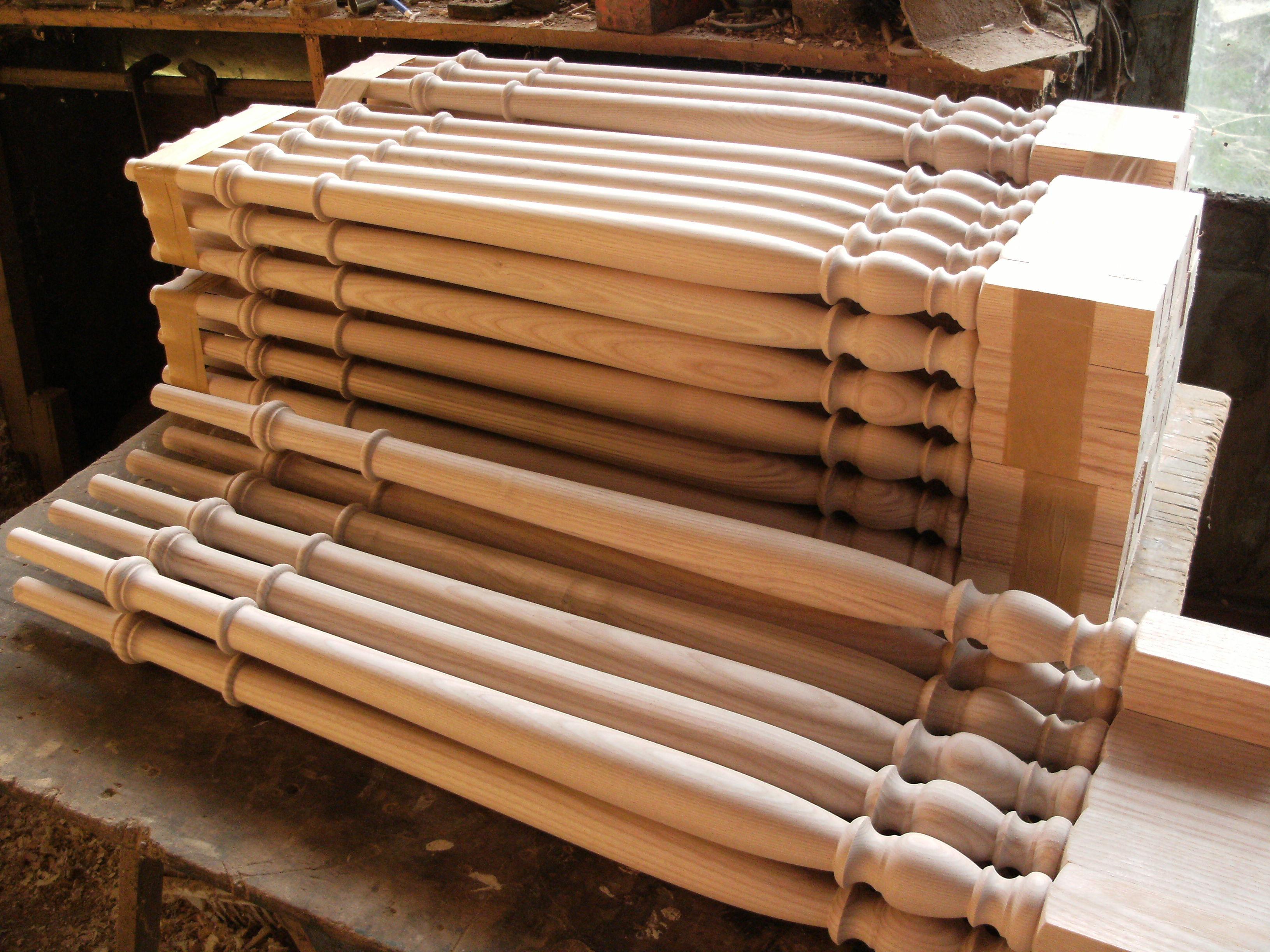 3 tr s beau escalier et garde corps cintr en fr ne. Black Bedroom Furniture Sets. Home Design Ideas